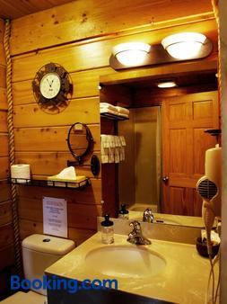 阿拉斯加套房度假屋 - 荷马 - 浴室
