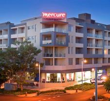 麦夸里港中心美居酒店