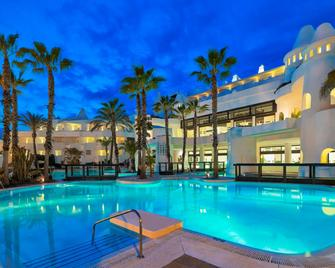 H10埃斯特波纳宫酒店 - 艾斯塔波 - 游泳池