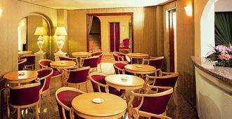 科隆纳地中海皇宫酒店 - 奥尔比亚 - 餐馆