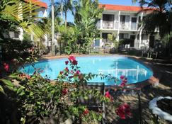 塔苑汽车旅馆 - 赫维湾 - 游泳池
