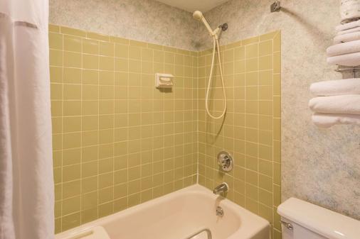 罗克福德戴斯酒店 - 罗克福德 - 浴室