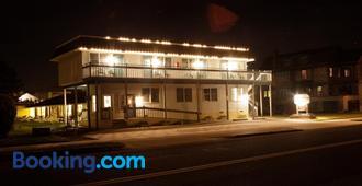 白金汉汽车旅馆 - 五月岬郡 - 建筑
