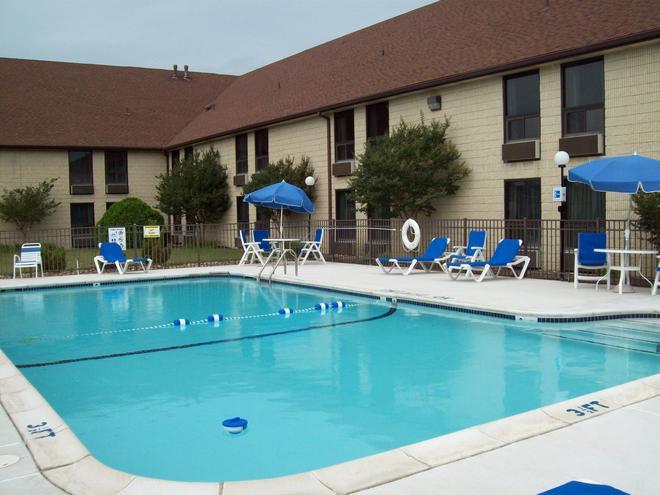 西佳银河旅馆 - 多佛尔 - 游泳池