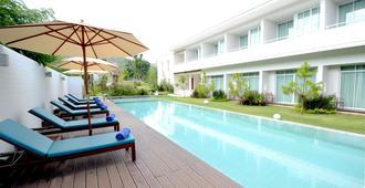 普莱利山度假酒店 - 班木思 - 游泳池