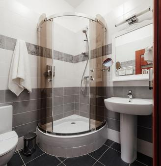 里瓦斯公寓酒店 - 敖德萨 - 浴室