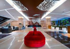 梭罗阿拉那会议中心酒店 - 梭罗/苏腊卡尔塔 - 大厅