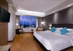 梭罗阿拉那会议中心酒店 - 梭罗/苏腊卡尔塔 - 睡房