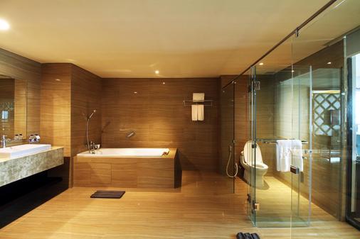 梭罗阿拉那会议中心酒店 - 梭罗/苏腊卡尔塔 - 浴室