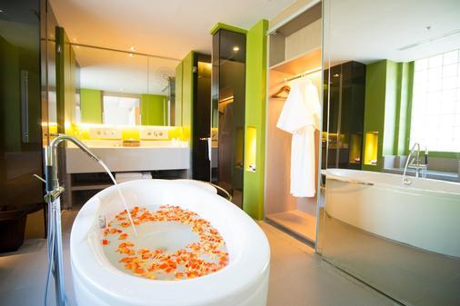 普吉易思因雅玛酒店 - 卡伦海滩 - 浴室