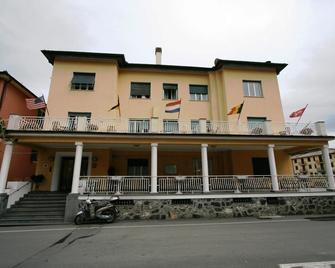 多拉酒店 - 莱万托 - 建筑