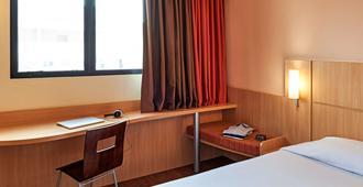 库里提巴购物宜必思酒店 - 库里提巴 - 睡房