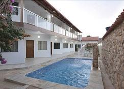 阿尔瓦之星旅馆 - 皮雷诺波利斯 - 游泳池