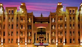 迪拜阿尔敏纳路金色美居酒店 - 迪拜 - 建筑