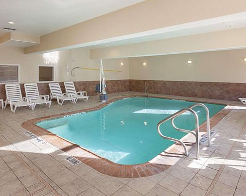 中西六旗康福特套房酒店 - 圣安东尼奥 - 游泳池