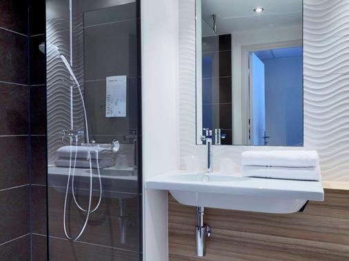 波尔多西部 - 梅里尼亚克机场钟楼酒店 - 梅里尼亚克 - 浴室
