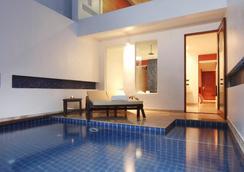 芭东拉弗洛拉度假酒店 - 芭东 - 游泳池