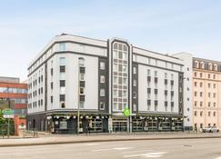 钟楼巴黎西苏尔纳港酒店 - 叙雷纳 - 建筑