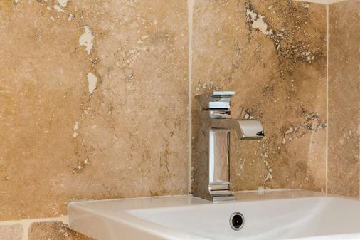 波德沙尔德原创精品酒店(国际酒店) - 沙特尔 - 浴室