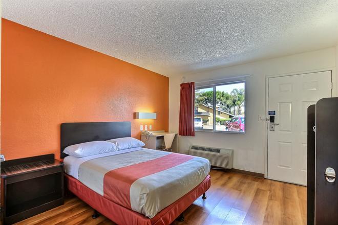 普莱森顿6汽车旅馆 - 普莱森顿 - 睡房