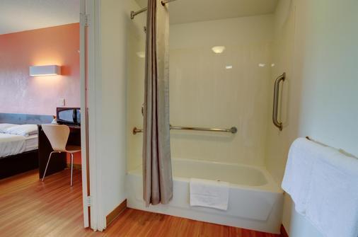堪萨斯城6号汽车酒店 - 堪萨斯城 - 浴室