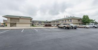 6号堪萨斯市北-机场汽车旅馆 - 堪萨斯城 - 建筑