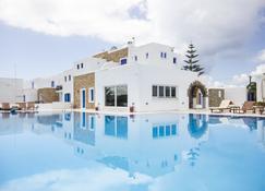 纳克索斯假日酒店 - 纳克索斯岛 - 游泳池