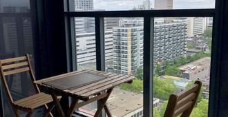 鹿特丹豪华套房酒店 - 鹿特丹 - 阳台