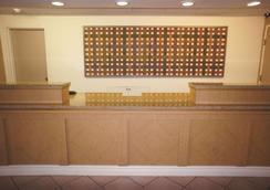 北圆石温德姆拉昆塔酒店 - 圆石城 - 大厅