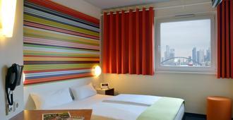 B&B酒店弗兰克福特涅得拉德广场店 - 法兰克福 - 睡房