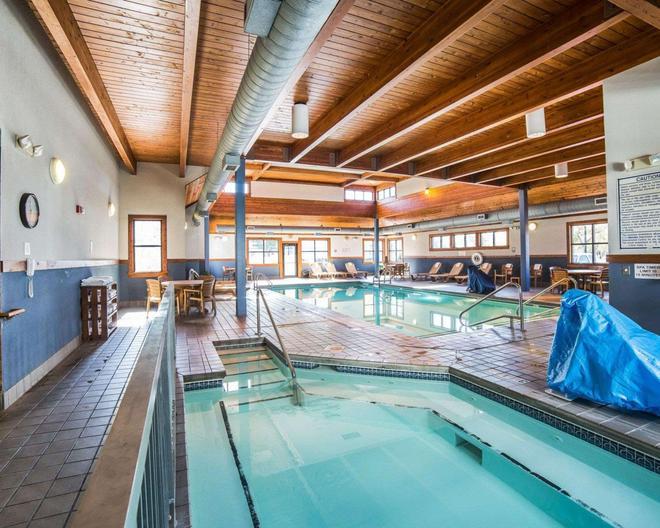 霍姆斯特德帕克凯艺酒店 - 比灵斯 - 游泳池