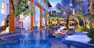 哈里斯日落大道度假酒店 - 库塔 - 游泳池