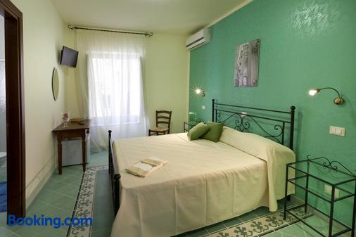 乐5托里酒店 - 特拉帕尼 - 睡房