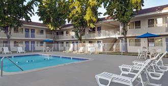 圣荷西南部6号汽车旅馆 - 圣何塞 - 游泳池