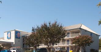 西南拉雷卡里6号汽车旅馆 - 罗利 - 建筑
