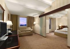 布加勒斯特北华美达套房酒店 - 布加勒斯特 - 睡房