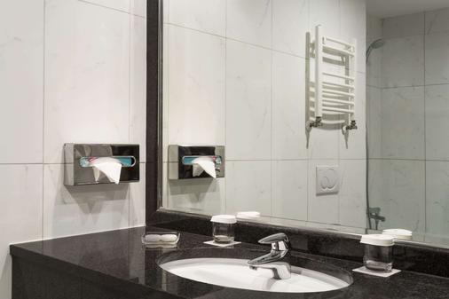 布加勒斯特北华美达套房酒店 - 布加勒斯特 - 浴室