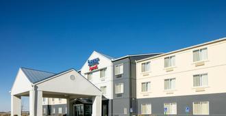 堪萨斯城机场费尔菲尔德套房酒店 - 堪萨斯城 - 建筑