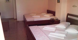 法罗斯二号酒店 - 比雷埃夫斯 - 睡房