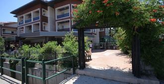 梅塔家庭酒店 - 马尔马里斯