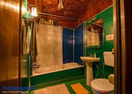 纳基恩百合船屋酒店 - 斯利那加 - 浴室