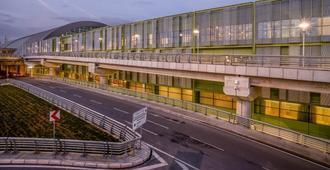 伊兹密尔塔弗机场酒店 - 伊兹密尔