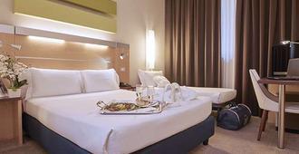 iH 米兰奇欧亚酒店 - 米兰 - 睡房