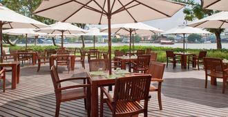 宜必思曼谷河滨酒店 - 曼谷 - 露台
