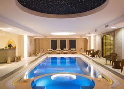 奥伯格杜迪鲍米酒店 - 尚蒂伊 - 游泳池