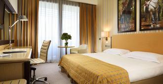 瓦雷泽乌纳酒店 - 瓦雷泽