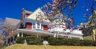 柏克莱之家家庭旅馆 - 斯汤顿