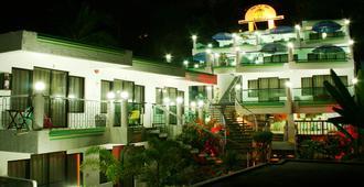 乌龟客栈渡假村 - 长滩岛