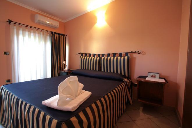 机场一品酒店 - 菲乌米奇诺 - 睡房