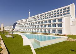 格兰德卢克索酒店 - 特拉米蒂卡 主题公园 - 贝尼多姆 - 建筑